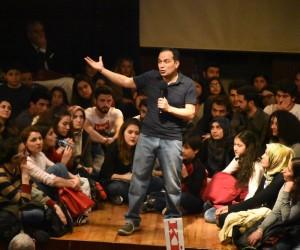 Nazilli'de 'Gazete Kağıdından Paraşüt Yapmak' adlı konferans düzenlendi