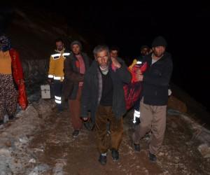 Astım hastası Nurgül, 3 kilometre taşınarak ambulansa yetiştirildi