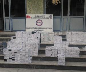 Minibüsün gizli bölmesinden 10 bin 100 paket kaçak sigara çıktı