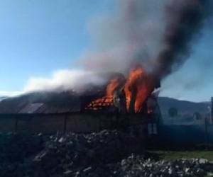 Bingöl'de ev alev alev yandı