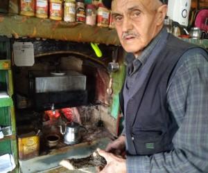 40 yıldır meşe odunu ile çay yapıyor