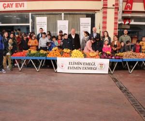 Dünyanın en özel pazarcıları meyve sebze sattı