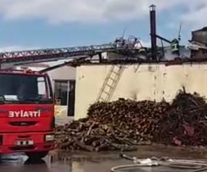 Fırın çalışanı, yangını söndürmek isterken çatıdan düştü