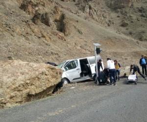 Eleşkirt'te trafik kazası: 5'i asker toplam 7 yaralı