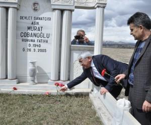 Halk Ozanı Murat Çobanoğlu mezarı başında anıldı
