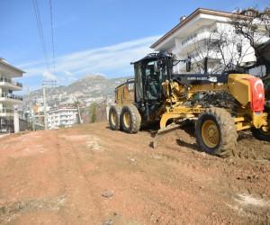 Alanya'da 4 yılda 185 kilometre yeni yol açıldı