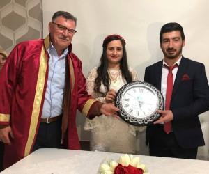 Başkan Duymuş, genç çiftin nikahını kıydı