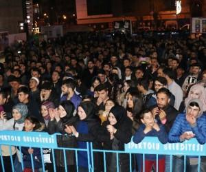 O Ses Türkiye finalistleri Ümit ve Yener'den muhteşem konser