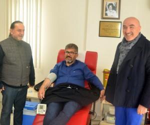 Ak Partili Milletvekili Öztürk kan bağışladı