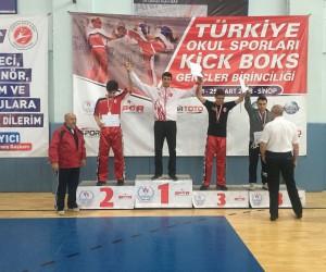 Fatih Kürşat Aygün, kickboksta altın madalya kazandı