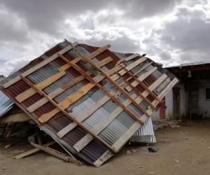 Horasan'da fırtına maddi hasara neden oldu
