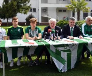 Bursaspor'un Futbol Akademisi'nden 3 profesyonel imza