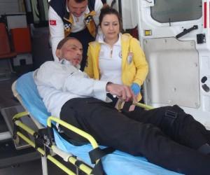 Merdivenlerden düşen yaşlı adam hastaneye kaldırıldı