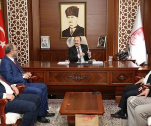 Kızılay yönetim kurulu üyesi Ercan Tan, Vali Ali Hamza Pehlivan'ı ziyaret etti