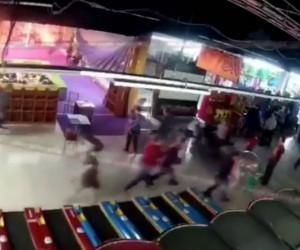64 kişinin öldüğü yangının başlama anı ve yaşanan panik kamerada