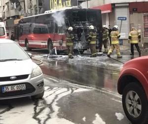 İzmir'de yolcu otobüsü küle döndü
