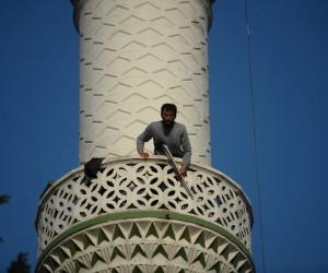 Pompalı tüfekle minareye çıkan vatandaş 4 saat sonra ikna edilerek indirildi