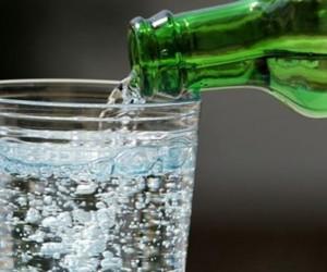 Maden suyunun bilinmeyen faydaları! Günde bir bardak içerseniz...