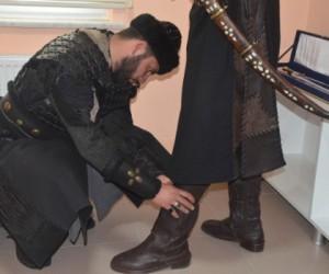 Ertuğrul Gazi Türbesi'nde asker 'Alp' kıyafetiyle saygı nöbeti