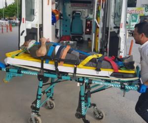 Otomobilin çarptığı adam hastanelik oldu