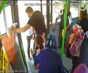 Halk Otobüsüne saldırı, polis ateşe ederek püskürttü