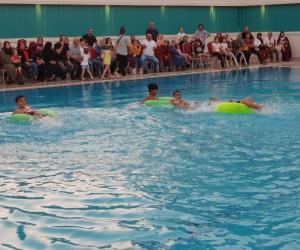6 seansta yüzme öğretiyorlar