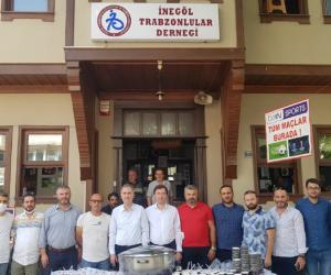 İnegöl Trabzonlular Derneği'nden aşure ikramı