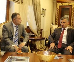 Rusya Federasyonu Trabzon Başkonsolosu Valery Tikhonov, Rize Valisi Erdoğan Bektaş'ı makamında ziyaret etti