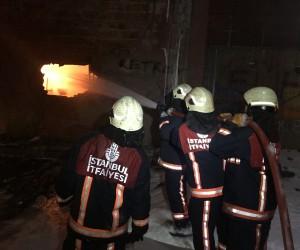 Arnavutköy'deki boya fabrikası yangını: 2 itfaiye eri yaralandı