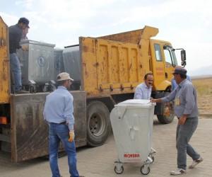 Başkale'ye 600 adet yeni çöp konteyneri