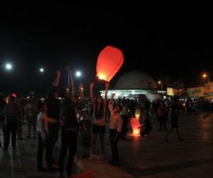 Gadir Hum Bayramı'nın resmi tatil olması için dilek feneri uçurdular