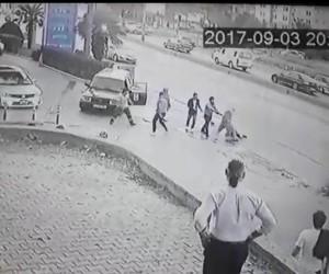 (Özel haber) Otomobiline sürten sürücüyü tekme tokat dövdüler