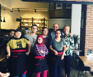 Yalvaç Ural Down Kafe'yi ziyaret etti