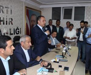 AK Parti İl Başkanlığı görevini Muzaffer Aslan devraldı