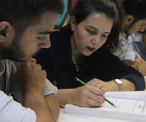 Gönüllü gençlerden bedava dershane hizmeti