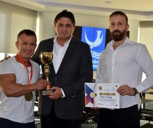 Aliağalı şampiyondan Başkan Serkan Acar'a ziyaret